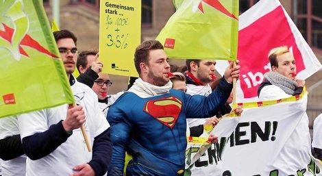 Superkräfte streiken – Tarifrunde ÖD 2014