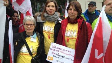 Kolleginnen vom Berliner Vivantes-Klinikum sind - auch im Auftrag ihrer fast 15.000 Kolleg/innen - zum Verhandlungsbeginn nach Potsdam gekommen.