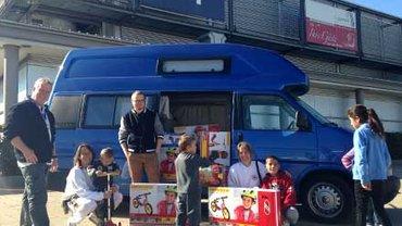 Spende für Flüchtlingskinder: Der erste Roller ist schon ausgepackt