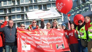 Beschäftigte aus der Zentrum für Psychiatrie in Weissenau bei den Tarifverhandlungen für die Länderbeschäftigten