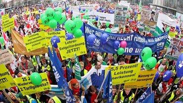 27.000 Beschäftigte der Länder kamen am 24. März nach Leipzig, um für mehr Geld und gegen den Eingriff auf ihre Altersversorgung zu demonstrieren