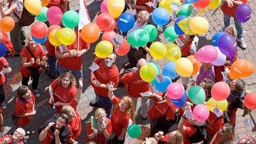 99 Luftballons... Protest von Beschäftigten in den Sozial- und Erziehungsdiensten in Osnabrück