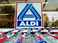 Einkaufswagen vor ALDI-Filiale
