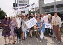 Journalistinnen und Journalisten demonstrieren für faire Entlohnung
