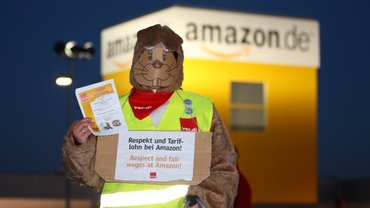 Amazon-Hase fordert Tarifvertrag.