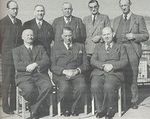 Der Ende Januar gewählte geschäftsführende Hauptvorstand, von links: Karl Müller, Karl Oesterle, Max Neumann, Fritz Müllé, Franz Deischl, sitzend:Georg Huber, Adolph Kummernuss, Karl Gröbing