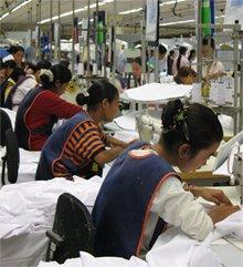 Näherinnen in einer Fabrik in Kambodscha
