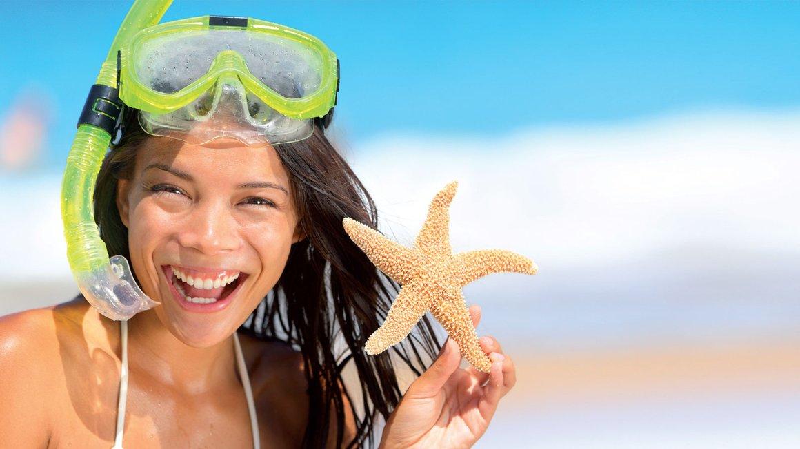 Abbildung Frau mit Taucherbrille und Seestern