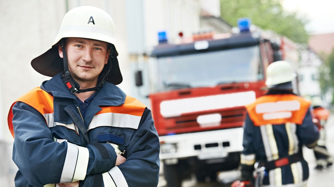 Abbildung Mann in Feuerwehruniform