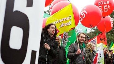 Protest am Rande der Tarifverhandlung