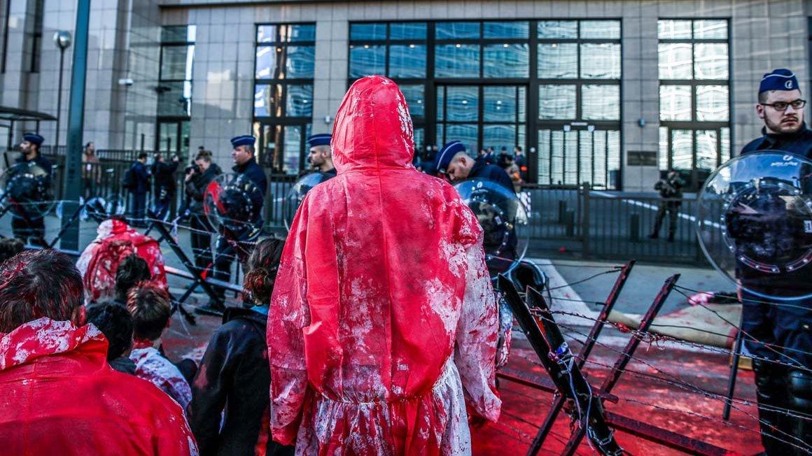 Protest gegen CETA vor dem EU-Parlament in Brüssel