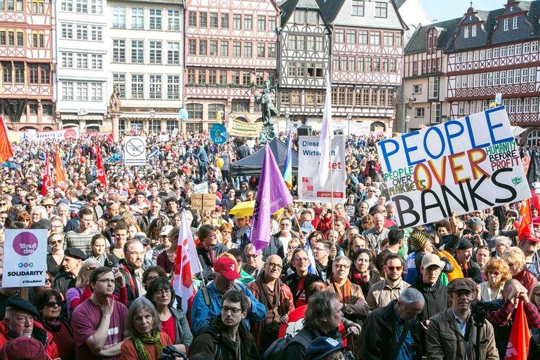 Der friedliche Protest von 20.000 Menschen gegen die Europäische Zentralbank