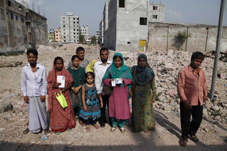 Opfer-Angehörige trauern auf dem Schutthaufen von Rana Plaza