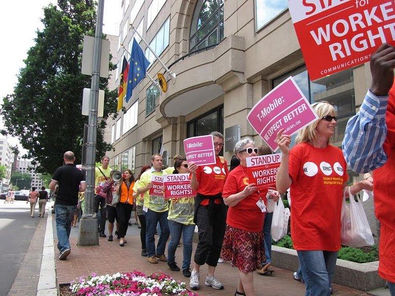 T-Mobile-Beschäftigte demonstrieren vor Deutscher Botschaft