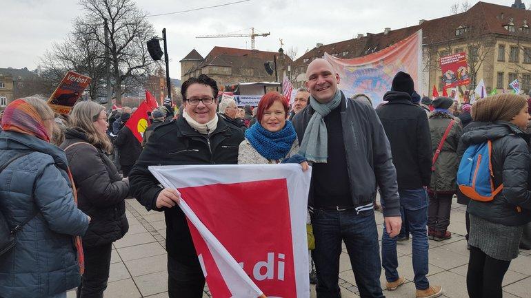 Kundgebung in Stuttgart: Halt zusammen