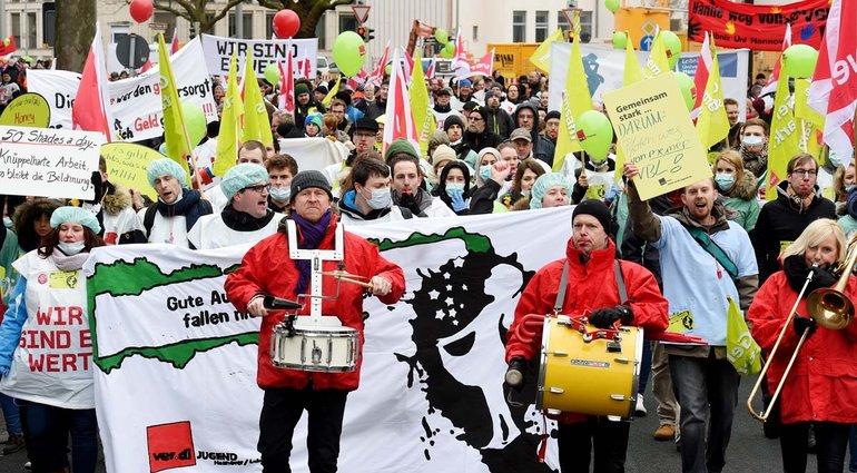 Kundgebung mit 700 Teilnehmenden vor dem Niedersächsischen Finanzministerium in Hannover