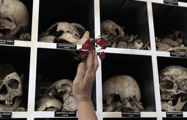 Mausoleum für die Opfer des Zweiten Weltkriegs in Distomo, Griechenland