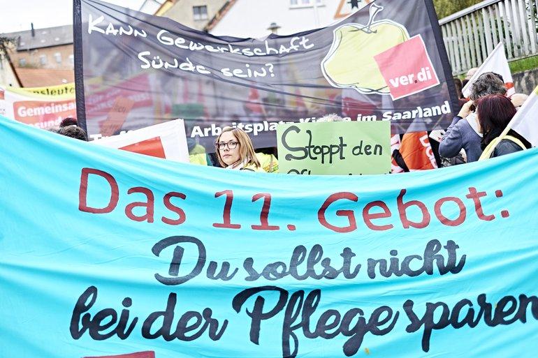 """Erster Streik im katholischen Krankenhaus in Ottweiler: """"Es hilft, dass in vielen Krankenhäusern Pflegekräfte aktiv werden und Druck machen für Mindestregelungen zur Personalbemessung"""""""