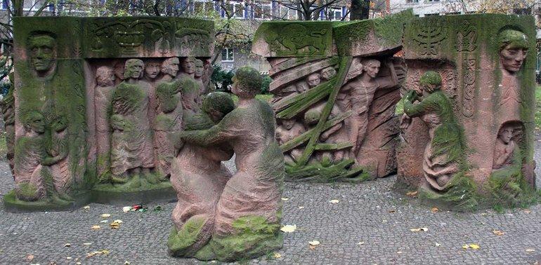 Auch der Wderstand der Fraen aus der Rosenstraße ist Inhalt der Ausstellung