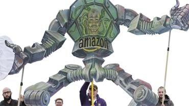 Protest amerikanischer Amazon-Beschäftigter während des Treffens der Amazon-Aktionäre 2017 am Stammsitz in Seattle