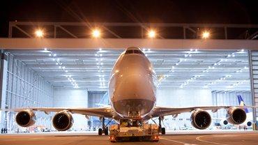 Blick auf eine Lufthans Boeing