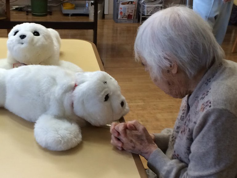 In Japan arbeiten relativ viele Männer in der Pflege, weil ihnen dort eher Vollzeit angeboten wird