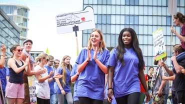 Mehr Personal in Sicht – Beschäftigte der Unikliniken in Düsseldorf und Essen haben sich durchgesetzt