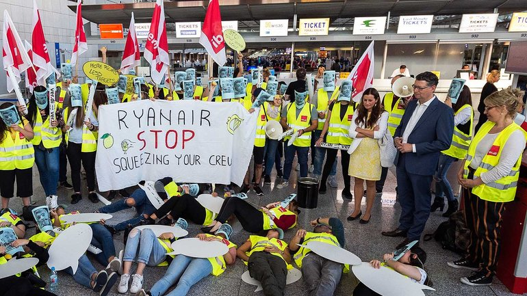 Al­lein am Flug­ha­fen Frank­furt be­tei­lig­ten sich 75 Pro­zent der Ryanair-Ka­bien­be­schäf­tig­ten am ers­ten Streik in Deutsch­land
