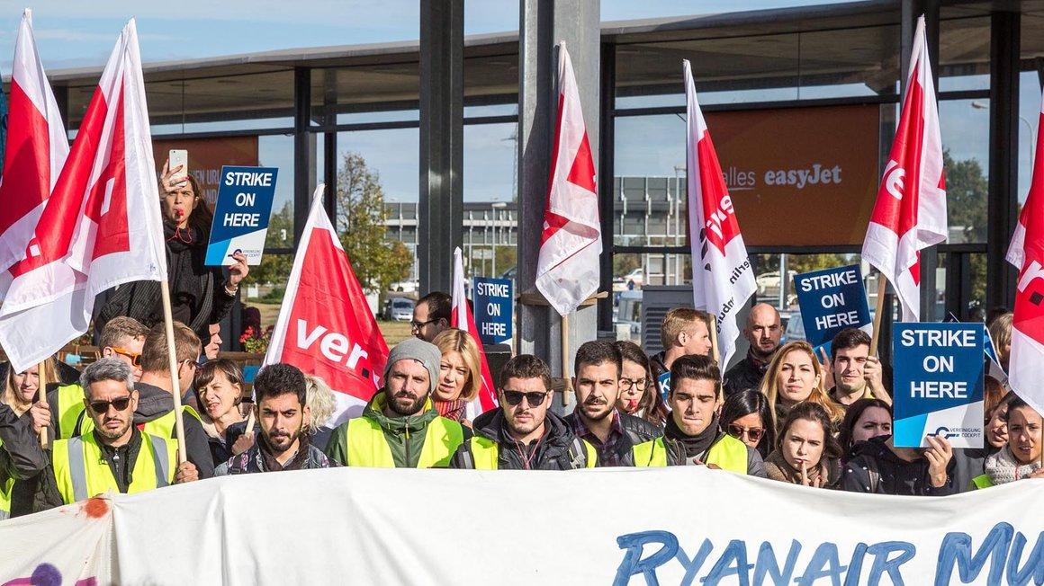 Viel Unterstützung beim zweiten Warnstreik der Ryanair-Beschäftigten in Berlin Schönefeld am 28. September 2018