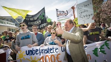 Die ver.di Jugend mit Frank Bsirske beim Verhandlungsauftakt in Potsdam