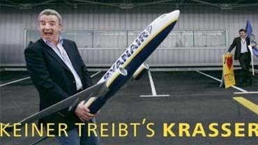 Michael O'Leary steht auf seine Flugzeuge. Das zeigt er bei jedem offiziellen Fototermin wie auch hier am Airport Marseille Provence
