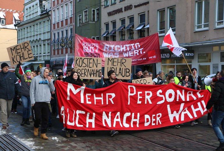 Beschäftigte fordern mehr Personal am Augsburger Klinikum; dafür sind sie auch bereit, zu streiken