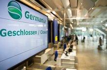 """""""Geschlossen"""" steht auf den Schildern. Nach Air Berlin ist nun ein weiteres deutsches Luftfahrtunternehmen in die Pleite gerutscht"""