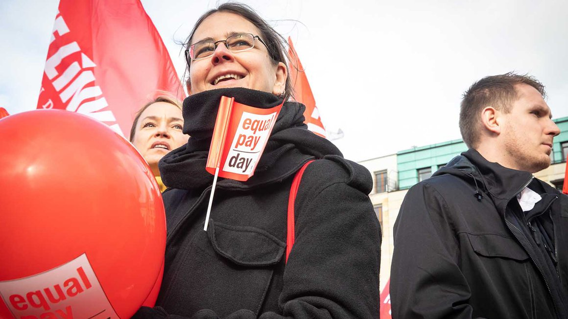 Aktion zum Equal Pay Day am Brandenburger Tor in Berlin am 18. März 2019