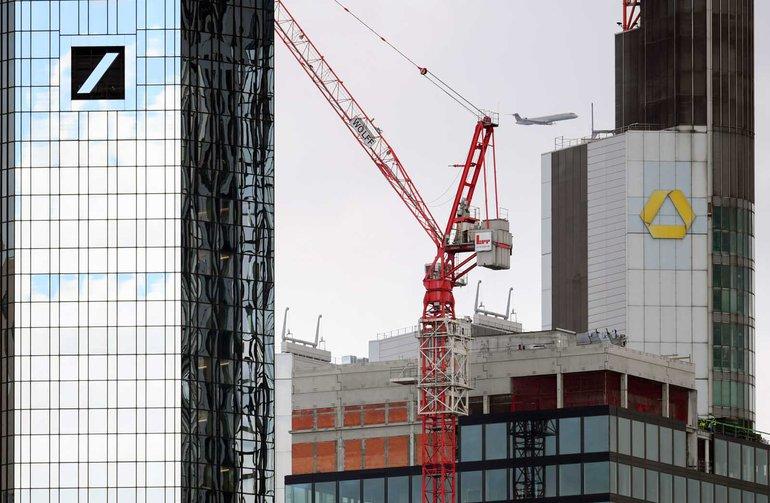 Nach den Vorstellungen von Bundesfinanzminister Olaf Scholz und der Vorstände von Commerzbank und Deutscher Bank kommt eine Fusion der Bankhäuser in Frage: Die Beschäftigten sehen das anders