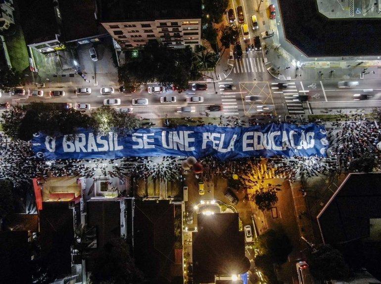 Auf der Avenida Paulista im Zentrum der Metropole São Paulo demonstrierten am 30. Mai vier Stunden lang Hunderttausende Brasilianer*innen
