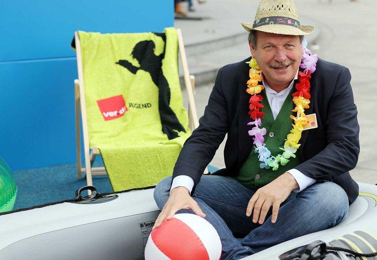 Der Einsatz für das Recht der Beschäftigten auf Erholung ist ein Dauerbrenner: ver.di-Vorsitzender Frank Bsirske während der Aktionswoche Urlaub 2013