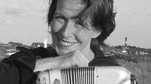 Isabel Neuenfeldt, 47, ist freischaffende Musikerin und mit ihrem Akkordeon immer wieder auch auf gewerkschaftlichen Kundgebungen dabei