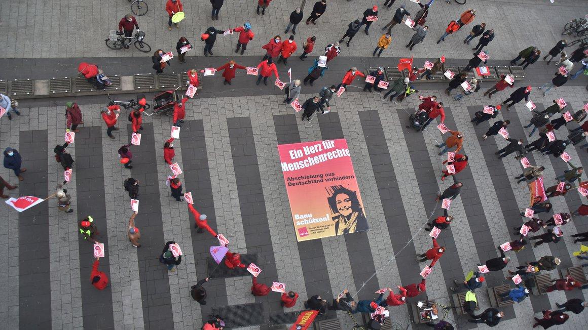 Ein Herz für Banu Büyükavci haben ihre Kolleg*innen und Unterstützer*innen in Nürnberg