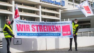 Streikkundgebung von Beschäftigten der Deutschen Bank in Berlin