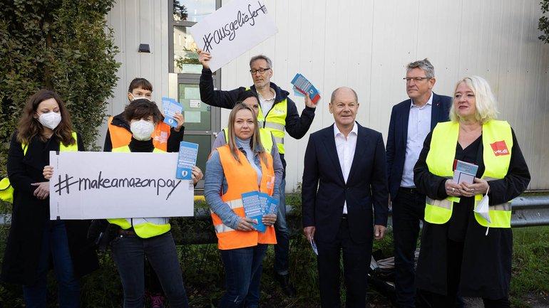 Zum Auftakt der Amazon-Aktionstage sind die stellvertretende ver.di-Vorsitzende Andrea Kocsis und der SPD-Kanzlerkandidat Olaf Scholz gekommen