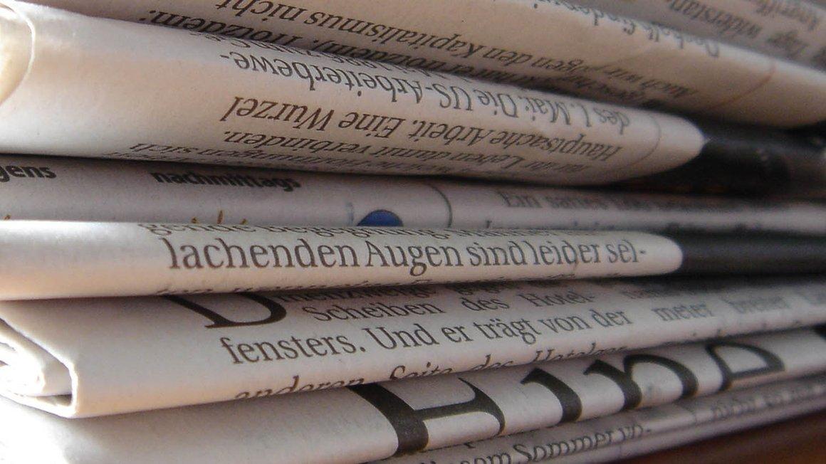 Abbildung Zeitungsstapel