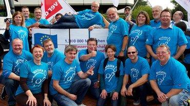 Wasser ist Menschenrecht. Europäisches Bürgerbegehren, Übergabe von fast eineinhalb Millionen Unterschriften vor dem Bundesverwaltungsamt in Köln am 13.09.2013
