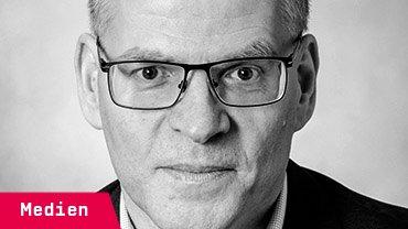 Peter Freitag, 54, ist Redakteur bei der Rheinischen Redaktionsgemeinschaft am Standort Siegburg. Sie liefert lokale Inhalte aus dem Umland für die Kölnische Rundschau und den Kölner Stadt-Anzeiger. Die Verlage DuMont Schauberg und Heinen hatten das Tochterunternehmen 2014 gegründet.