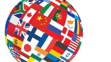 Das Bedürfnis nach sozialer Gerechtigkeit, nach gesunden und sicheren Arbeitsbedingungen und angemessener Entlohnung vereint alle Menschen, die von ihrer Arbeit leben müssen – in Europa und auch anderswo in der Welt. Dass immer wieder erkämpfte Rechte und Schutzregeln als unzeitgemäß abgestempelt und Menschen aus verschiedenen Ländern gegeneinander in Stellung gebracht werden, ruft die Gewerkschaften seit jeher auf den Plan. Internationale Solidarität – in ver.di wird sie gelebt.
