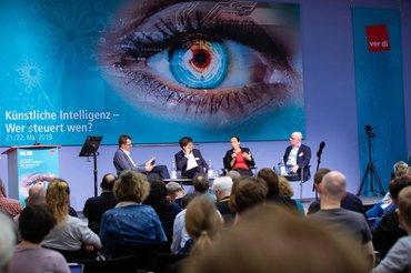 Künstliche Intelligenz, Macht, Demokratie - Welche Leitplanken brauchen wir?